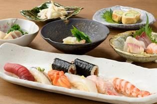 食べ物, テーブル, 皿, ボウル が含まれている画像</p> <p>自動的に生成された説明