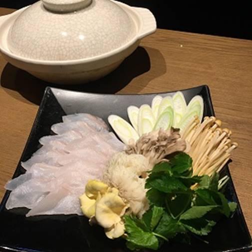 テーブル, 食べ物, 室内, 食器 が含まれている画像</p> <p>自動的に生成された説明